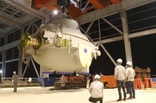 盂县电厂百万千瓦发电项目汽轮机中压缸吊装就位